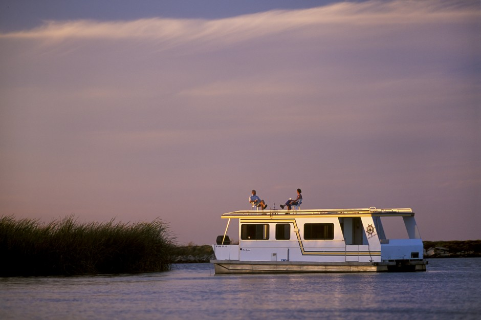 USA: California: San Joaquin County: Houseboating on the Delta